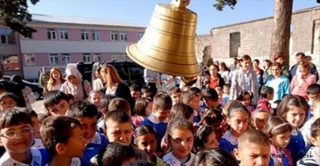 Arsuz'da İlk Ders Zili Çaldı.
